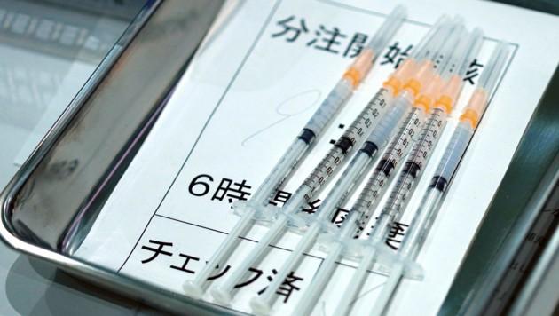 Mit dem Vakzin von Modera aufgezogene Spritzen in einem japanischen Impfzentrum (Bild: Associated Press)