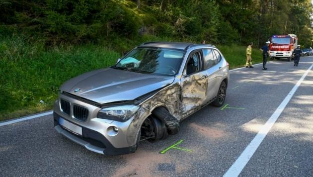 Sowohl am Auto als auch am Lkw entstand erheblicher Sachschaden. (Bild: Zeitungsfoto.at/Team)