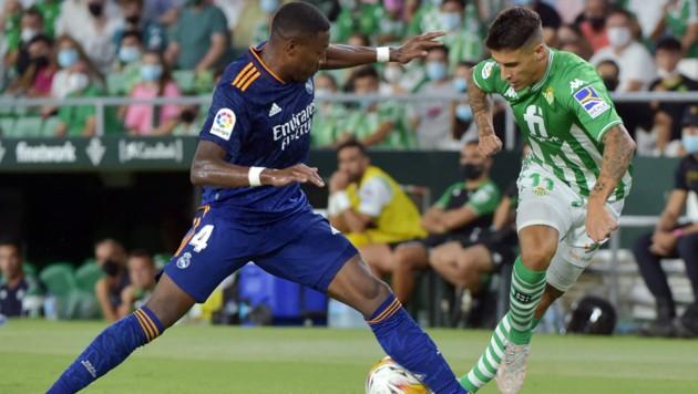 David Alaba (L) behauptete sich auch gegen Ex-Barcelona-Star Cristian Tello. (Bild: AFP)