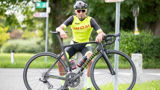 Radmarathon-Ass Mathias Nothegger musste beim Ötztaler Radmarathon aufgrund von Rückenschmerzen aufgeben - der echte Paukenschlag folgte aber erst danach. (Bild: Maurice Shourot)