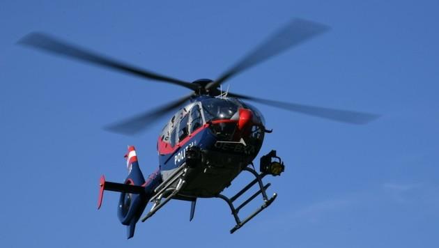 Mittels Infrarotkamera spürte die Crew eines Polizeihelikopters den Kriminellen im Versteck auf. (Bild: Huber Patrick)