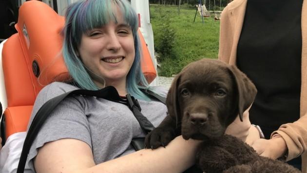 """Leni (26) ist auf den Hund angewiesen. Dessen Ausbildung kostet 15.000 €. Spendenkonto: """"Leni & Ben"""" AT59 2032 0324 0236 9750. (Bild: zVg)"""