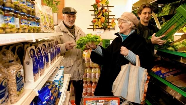 Immer mehr Menschen, darunter auch viele Pensionisten, kaufen bei den Vinzimärkten ein (Bild: www.bigshot.at / Christian Jungwirth)