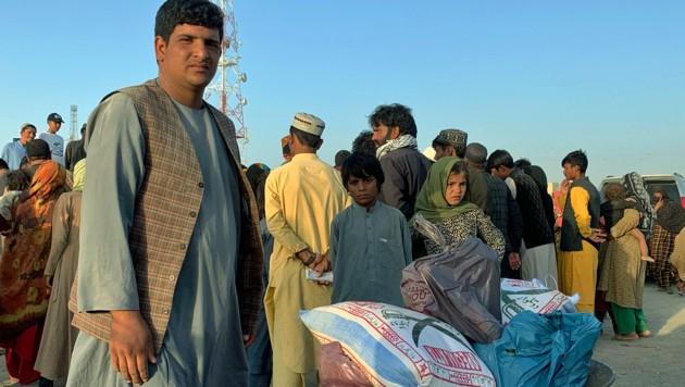 Sie haben es geschafft: Afghanen in der pakistanischen Grenzstadt Chaman (Bild: ASSOCIATED PRESS)
