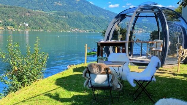 Ab sofort können Feinschmecker auch unter einer romantisch eingerichteten Glaskuppel ein Vier-Gänge-Menü direkt am See und inmitten der unberührten Natur genießen. (Bild: Elisa Aschbacher)