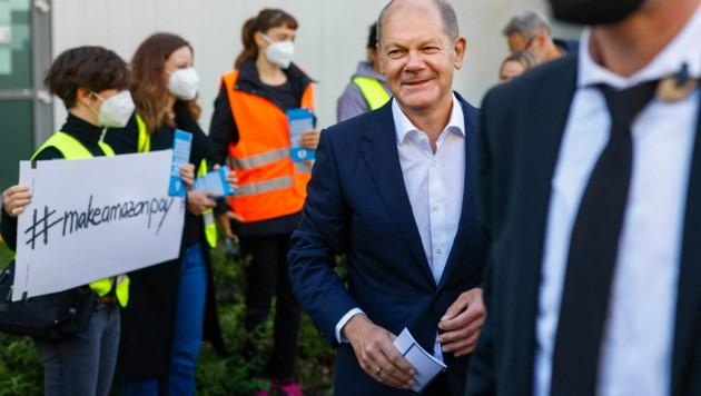 Grund zum Lachen gibt es derzeit für SPD-Kanzlerkandidat Olaf Scholz. Die Umfragen sagen einen Sieg der Sozialdemokraten voraus. (Bild: AFP)