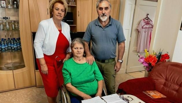 Volkshilfe-Präsidentin Verena Dunst unterstützt die Familie Lang. (Bild: Christian Schulter)