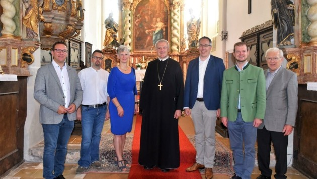 Abt Wolfgang Hagl (M.) wurde in der Agatha-Kirche unter anderem von Pfarrer Hans Schwarzl, Bürgermeister Christian Haberhauer sowie Ortsvorsteher Andreas Gruber empfangen. (Bild: Wolfgang Zarl)