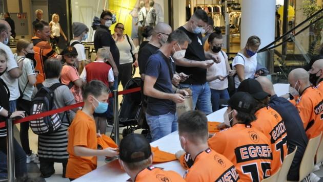 Die Fans stürmten die Autogrammstunde in der ShoppingCity Seiersberg. (Bild: 99ersGraz)