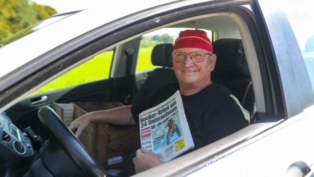 """Jeden Tag ist Peter Pichler in seiner Heimatgemeinde und in St. Georgen am Fillmannsbach unterwegs und stellt unseren Abonnenten die aktuelle """"Krone"""" zu. (Bild: Scharinger Daniel)"""