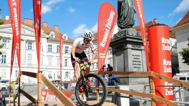 Die Mountainbiker erobern die Grazer Innenstadt. (Bild: GEPA pictures)
