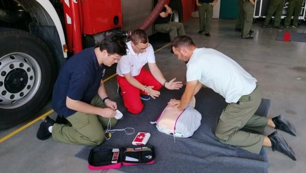 Auch Erste Hilfe gehört zu der Ausbildung mit dazu (Bild: FF Jennersdorf)