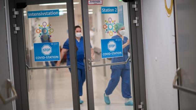 In Wien wird wegen der vierten Welle die Kapazität der Intensivbetten aufgestockt. (Bild: APA/MICHAEL GRUBER)