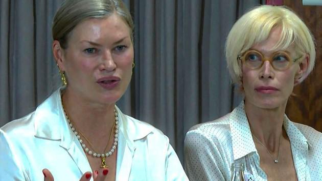 Carre Sutton (l.) und Lesa Amoore bei einer Pressekonferenz in Paris. (Bild: Aurelia MOUSSLY / AFPTV / AFP)