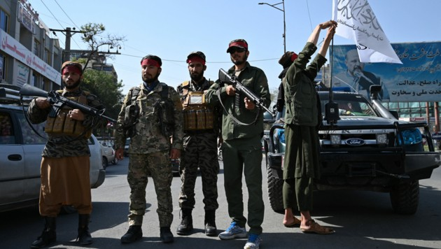 Taliban in den Straßen von Kabul (Bild: AFP)