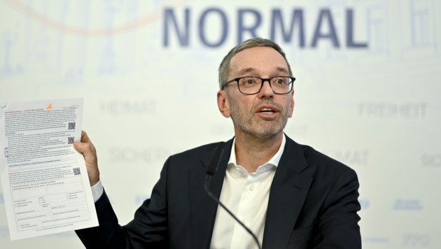 """Der Parteichef selbst betont stets, mit """"gutem"""" Beispiel voranzugehen und sich nicht impfen zu lassen. (Bild: APA/HERBERT NEUBAUER)"""