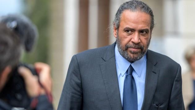 Sheikh Ahmad al-Fahad al-Sabah verlässt das Gericht. (Bild: AFP)