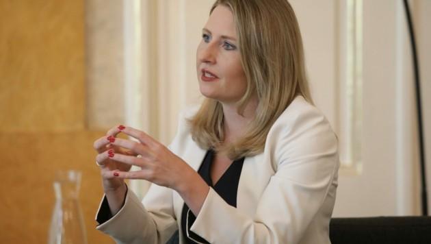 Frauen- und Integrationsministerin Susanne Raab (ÖVP) ist aus der Babypause zurück. (Bild: Jöchl Martin)