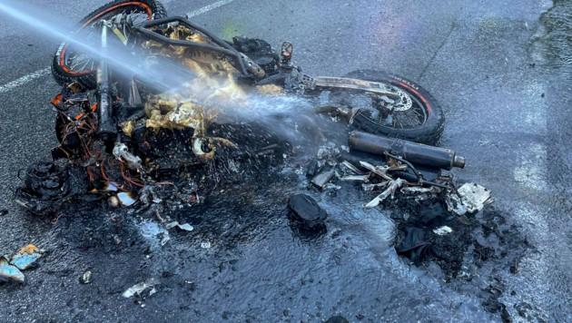 Auf der Brennerstraße kam es heute zu einem Motorradbrand (Bild: Zeitungsfoto.at/Team)
