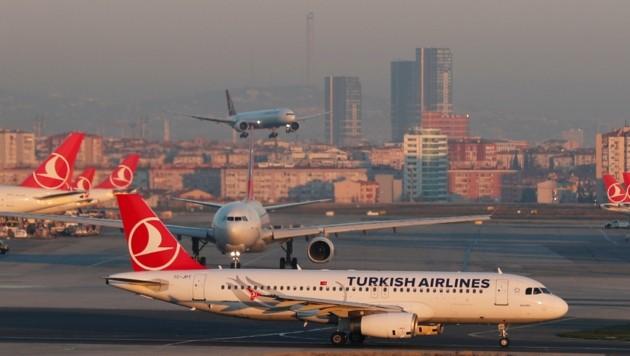 Nach der Landung in Istanbul folgte rasch die Festnahme (Bild: Osman Orsal)