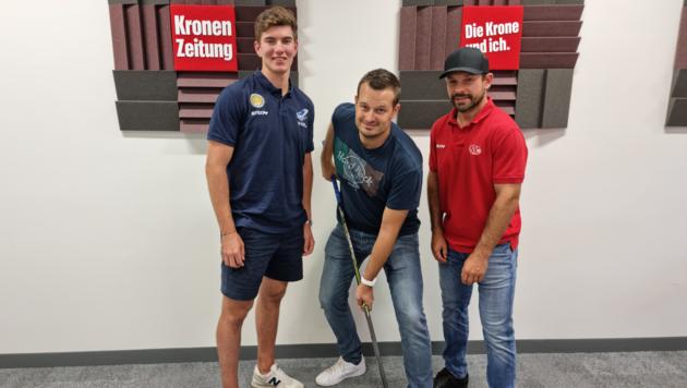 """Den Fragen von """"Krone""""-Podcaster Patrick Jochum stellen sich Felix Maxa (li.) vom VSV und Thomas Koch (re.) vom KAC. (Bild: JOMO KG)"""