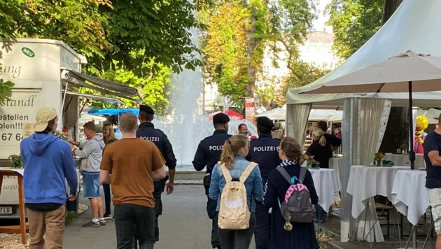 Auch die Polizei kontrollierte am Volksfest die 3G-Nachweise. (Bild: Frings)