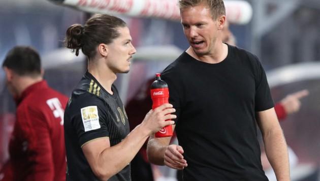 Marcel Sabitzer (li.) mit Bayern-Trainer Julian Nagelsmann (Bild: APA/AFP/Ronny HARTMANN)