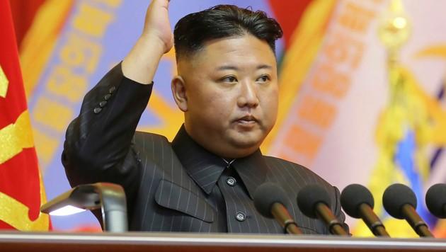 Der nordkoreanische Diktator Kim Jong Un ließ erneut Raketen testen, um die militärische Stärke seines Landes zu demonstrieren. (Bild: AP)