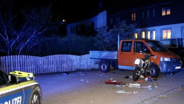 Die Motocross-Maschine raste gegen einen geparkten Pritschenwagen. (Bild: Davor Knappmeyer, Krone KREATIV)