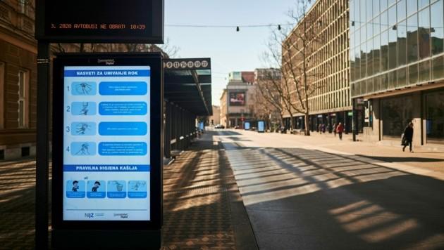 Eine Busstation in Ljubljana: 3G wird auch in Öffis Plicht. (Bild: AFP)