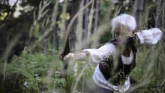 Heide Bolt: Intuitive Bogenflüsterin mit der Gabe, Menschen auf Bogenkunst einzuschießen (Bild: Die Bogenflüsterei)