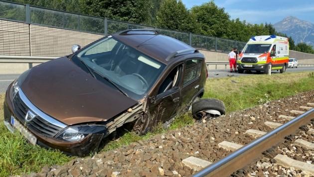 Das Auto kam am Bankett zum Stillstand. (Bild: ZOOM.TIROL)