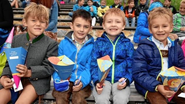 Felix, Mario, David und Lukas hatten ihren ersten Schultag in St. Michael im Lungau (Bild: Roland Holitzky)
