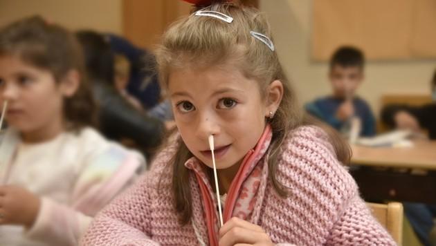 Taferlklasslerin Sara beim Covid-Test am ersten Schultag (Bild: Holitzky Roland)