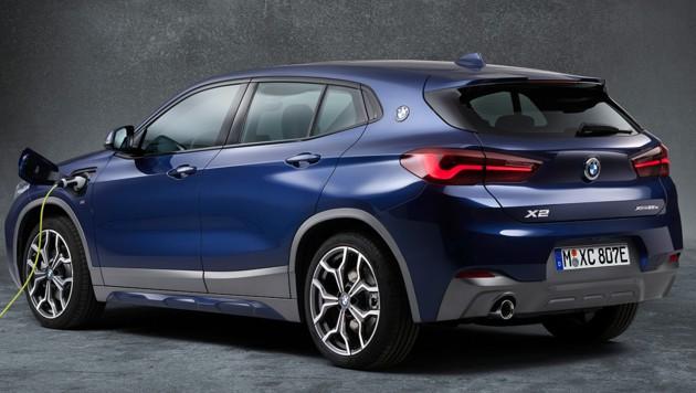 Auch der BMW X2 xDrive 25e fällt aus der Förderung, wenn der Hersteller die elektrische Reichweite (derzeit 51-53 km) nicht erhöht. (Bild: BMW)