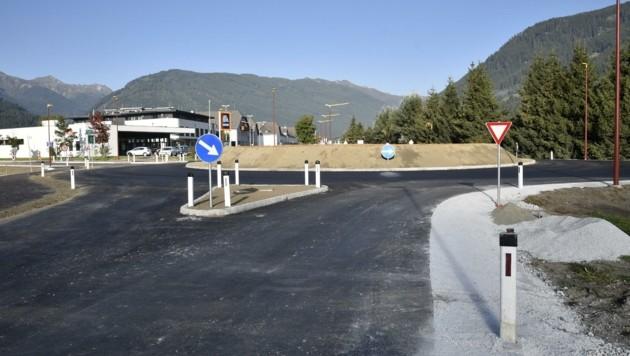 Ein Kreisverkehr entschärft die ehemalige B99-Kreuzung. (Bild: Holitzky Roland)