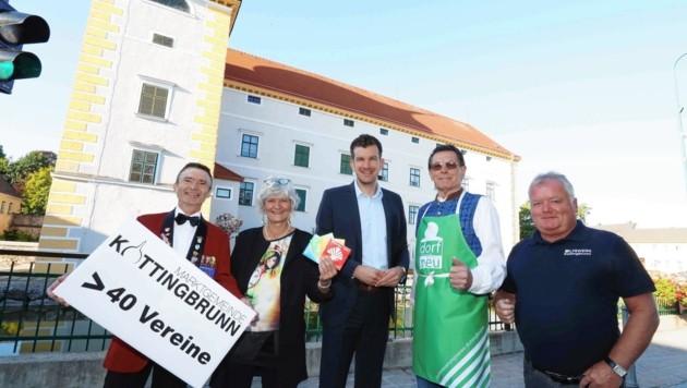 foto judt noe werth, kottingbrunn, vereinsmitglieder mit bgm.macho, (Bild: Judt Reinhard)