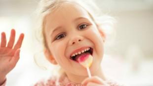 Wer gesund bleiben will, sollte weniger naschen. (Bild: spass/stock.adobe.com)