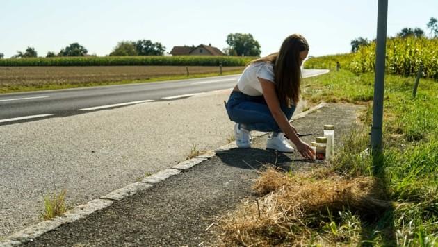 Eine Mitschülerin stellte wenigen Stunden nach der Tragödie eine Kerze am Unfallort ab. (Bild: Wenzel Markus)