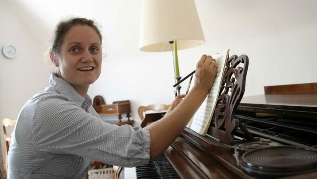 Sängerin Simone Vierlinger erwartet ihr viertes Kind und lässt sich daher nicht impfen. (Bild: Tröster Andreas)