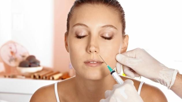 """""""Sie haben Eingriffe gemacht, die nicht ohne Grund Ärzten vorbehalten sind"""", so die Richterin. (Bild: Robert Kneschke - stock.adobe.com)"""