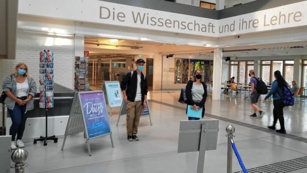 Viel ist an der Uni noch nicht los, ab 1. Oktober sollen mehr Studenten kommen - insgesamt studieren 10.000 in Klagenfurt. Die Corona-Regeln werden weiter streng sein. (Bild: Tragner Christian)