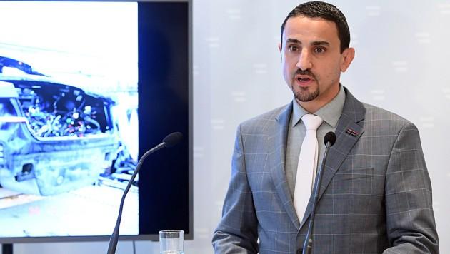 Omar Haijawi-Pirchner bei einer Pressekonferenz im Juni 2020 (Bild: APA/Helmut Fohringer)