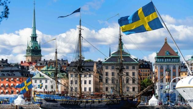 Nicht nur im Hafen von Stockholm ist Corona kein Thema mehr, der Großteil der Bevölkerung begrüßt den Sonderweg. (Bild: AFP)