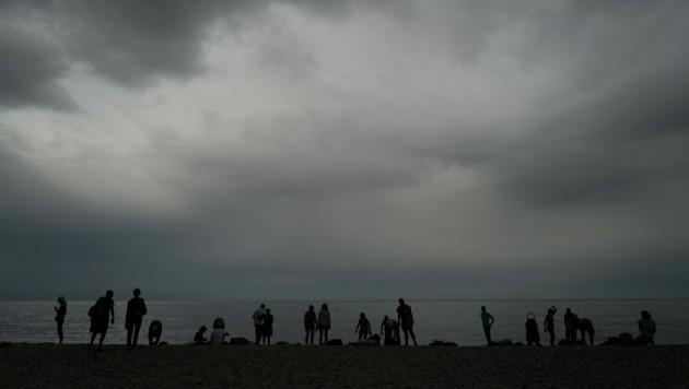Das Wetter in Frankreich war zum Baden eher nicht geeignet, wie hier in Nizza. (Bild: AFP)