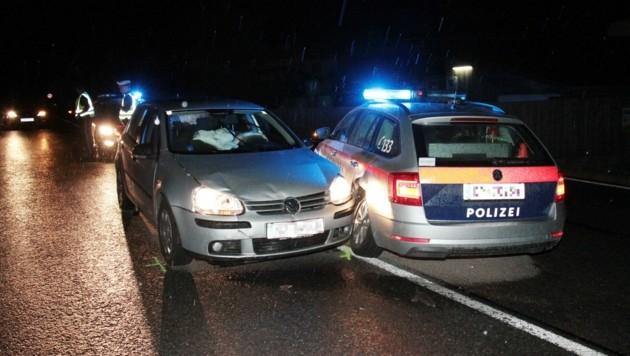 Als das Polizeiauto wendete, krachte der andere Pkw in dessen Heck. (Bild: zoom.tirol)