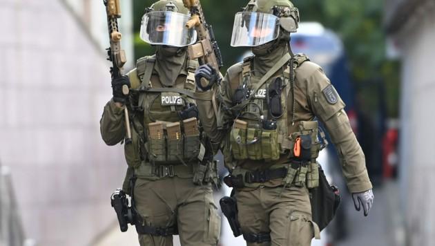 Symbolbild: Das deutsche Sondereinsatzkommando (SEK) war in der Stadt Hagen vor einer Synagoge im Einsatz. (Bild: dpa-Zentralbild/Britta Pedersen)