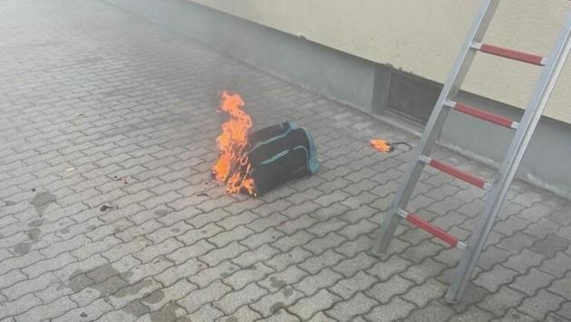 Die Sporttasche auf dem eingeschaltenen E-Herd fing Feuer. (Bild: zVg. Berufsfeuerwehr Klagenfurt )