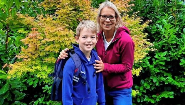 Martina Reitermayer mit ihrem Sohn Konstantin, der nicht in Quarantäne ist (Bild: zVg)