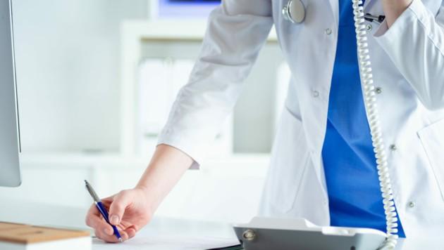 Bei der Krankmeldung per Telefon müssen Anfang und voraussichtliches Ende des Krankenstandes angegeben werden. (Bild: stock.adobe.com)